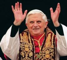 """""""L'ultimo saluto di Benedetto XVI in un bagno di folla nella residenza di Castel Gandolfo"""""""