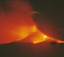 Etna in eruzione uno spettacolo sorprendente