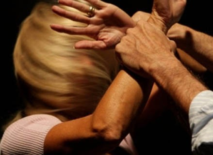 201304121155-800-violenza-sulle-donne-001