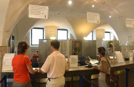 gli_uffici_comunali_dell_anagrafe_in_piazza_fiera_imagelarge