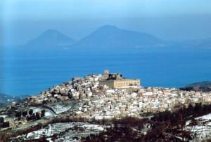 """Montalbano Elicona location della manifestazione """"Il Castello degli Sposi""""."""