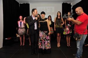 La stilista Jilenia Carruba Jilavie sul palco dello Skyfall. Foto di Massimo Pantano.