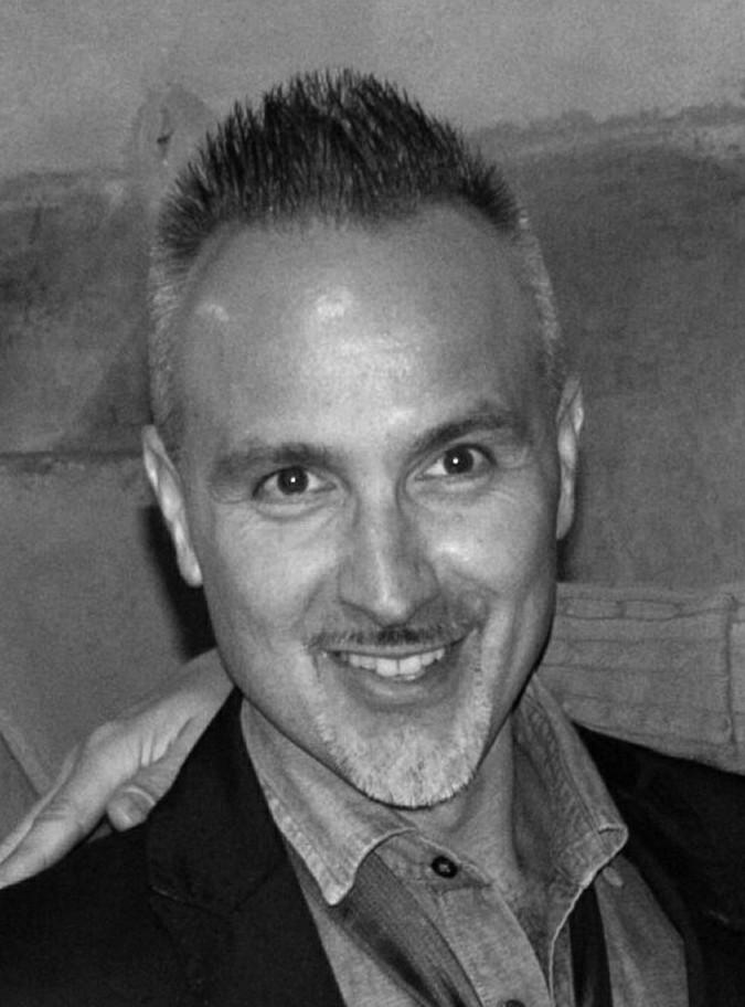 Il curatore artistico Luca Scandura, noto nel mondo dell'arte come Calusca.